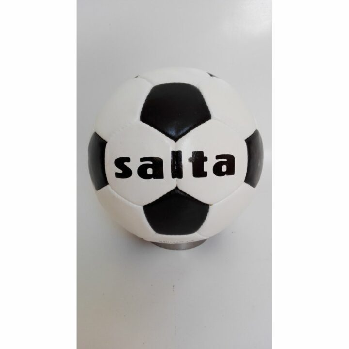 Salta fekete férfi labda