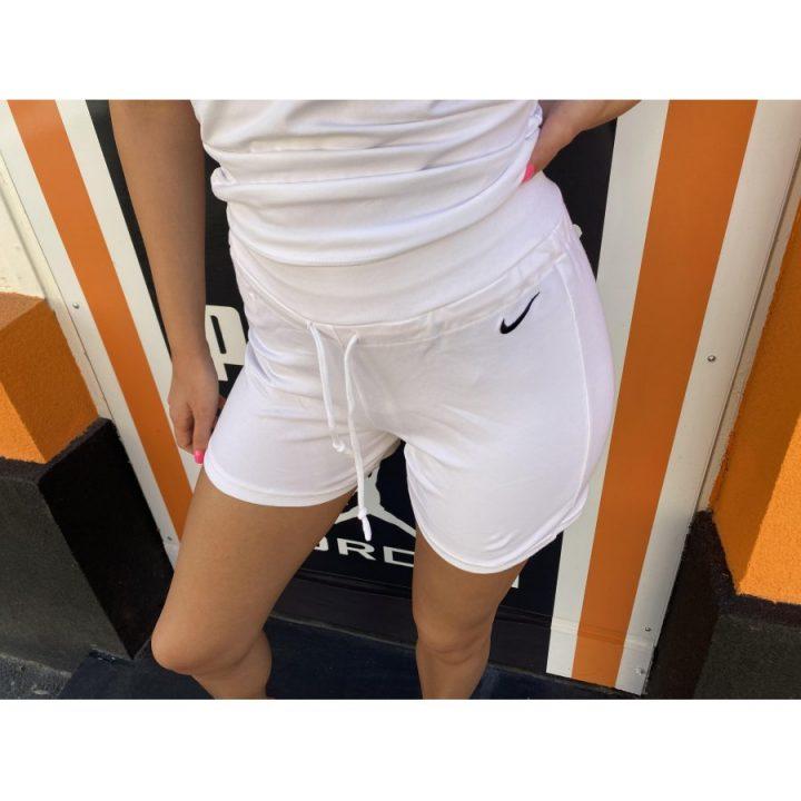 Nike fehér női rövidnadrág