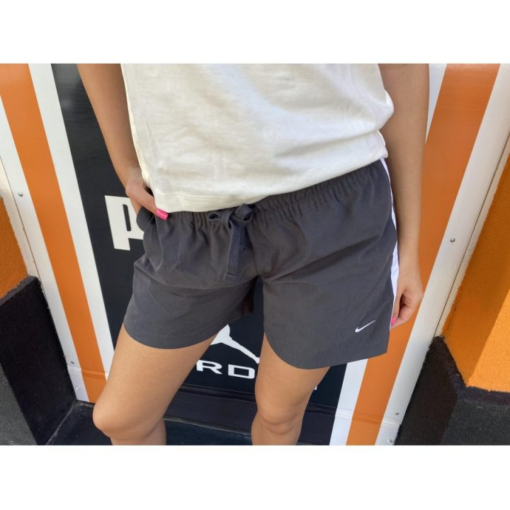 Nike szürke női rövidnadrág
