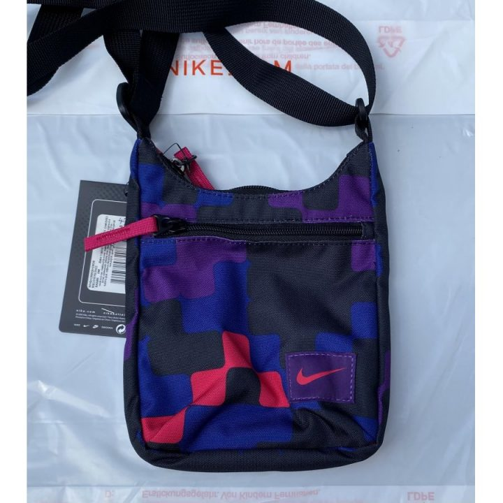 Nike több színű oldaltáska