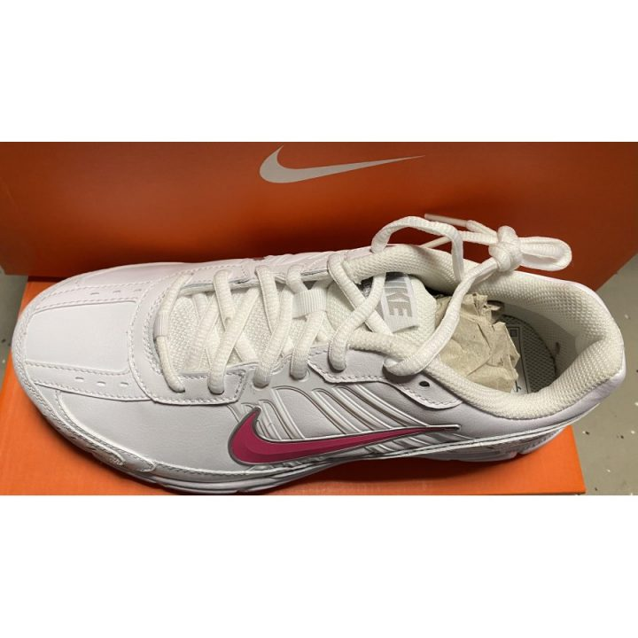 Nike Dart 8 Leather fehér női utcai cipő