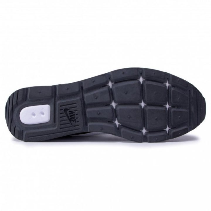 Nike Venture Runner fekete férfi utcai cipő